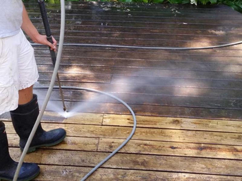 The Benefits of Going to Professionals For Pressure Washing