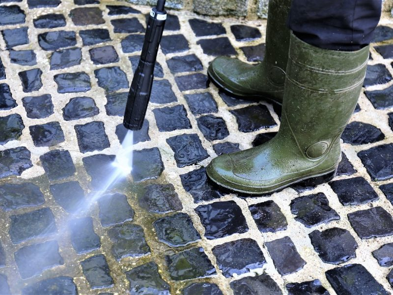 Pressure Washing Your Home Before Selling